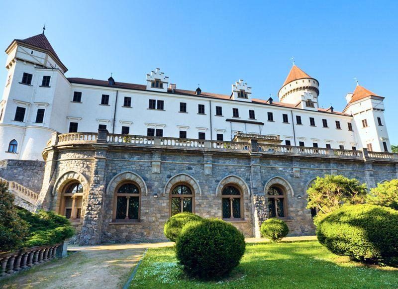 Увидеть Замок Конопиште из Праги