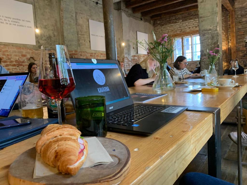 Завтрак в Праге kavárna co hledá jméno2